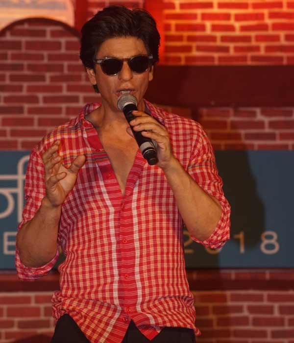 ...तो इसलिए सह अभिनेत्रियों की शादी पर भावुक हो जाते हैं शाहरुख