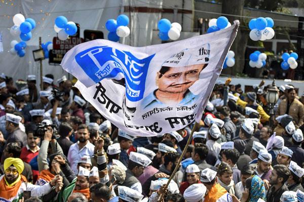 PICS: ढोल नगाड़ों से गूंज रहा है 'AAP' कार्यालय