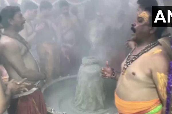 महाशिवरात्रि: देशभर में हर-हर महादेव की गूंज, तस्वीरों में देखें शिवालयों में लगा भक्तों का तांता