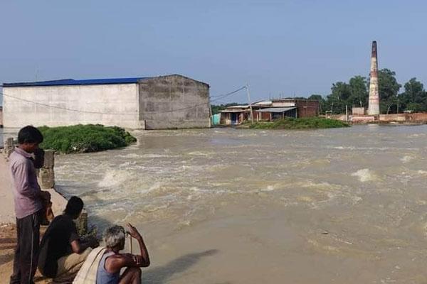 बिहार में बाढ़ से जनजीवन अस्त-व्यस्त, 8 लोगों की हुई मौत