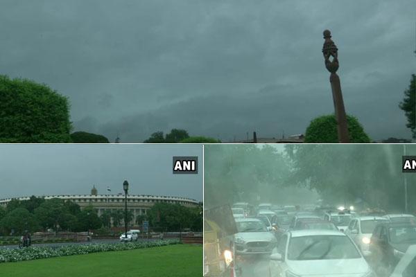 PICS: दिल्ली-NCR में भारी बारिश के बाद मौसम हुआ सुहाना, उमस से मिली राहत