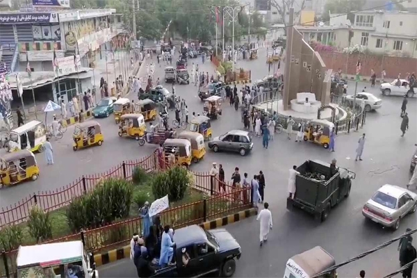 तालिबान शासन के डर से लोग काबुल छोड़कर भागे