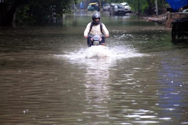 दिल्ली हुई पानी-पानी