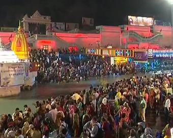 महाकुंभ: सोमवती अमावस्या पर शाही स्नान, हरिद्वार कुंभ में उमड़ी भीड़