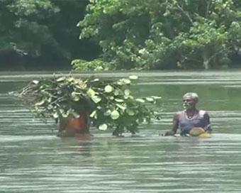 बिहार में नदिया उफान पर, बडी आबादी प्रभावित