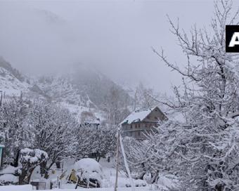 PICS: कश्मीर, लद्दाख में हुई सीजन की पहली बर्फबारी