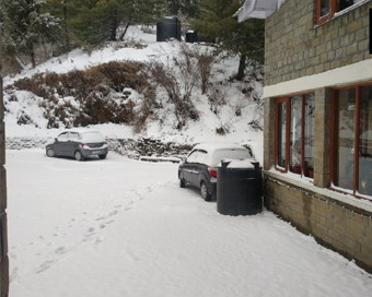 PICS: मार्च महीने में शिमला-मनाली में हुई बर्फबारी, हिल स्टेशन का नजारा हुआ मनोरम