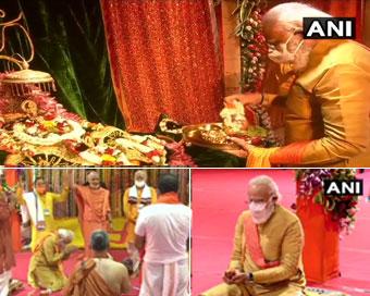 प्रधानमंत्री मोदी ने राममंदिर की रखी आधारशिला, देखें तस्वीरें